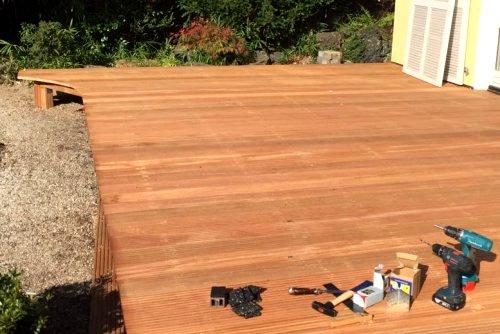 Holzterrasse/Terrassendielen im Bau