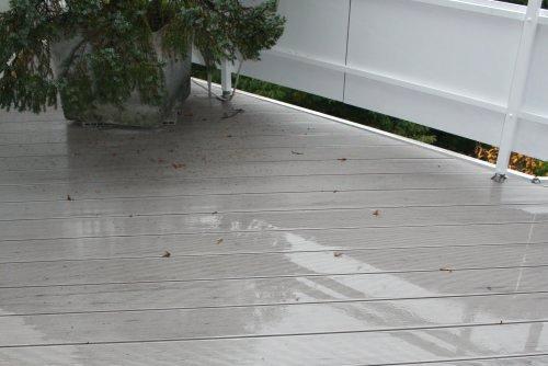 WPC-Terrasse - Dachterrasse im Regen