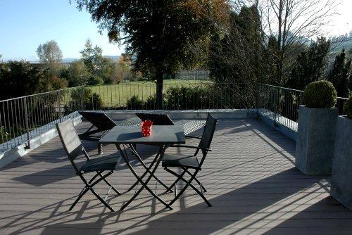 WPC-Terrasse mit Sitzecke